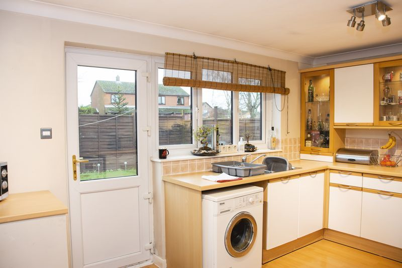 3 bed bungalow for sale in Little Common Lane 5
