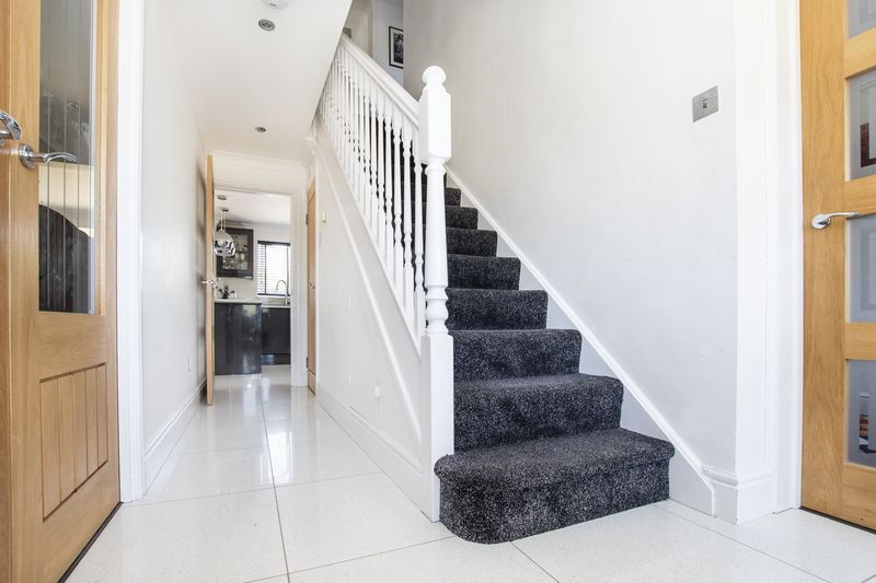 4 bed house for sale in Park Farm Way 3