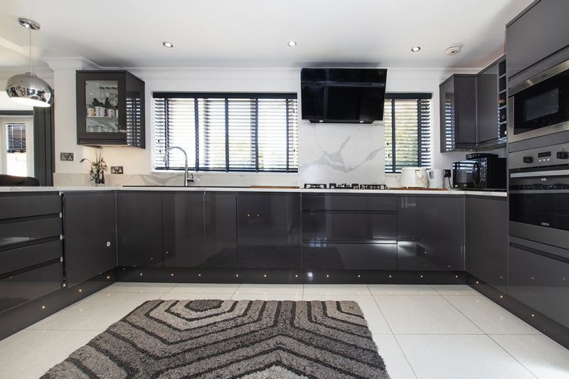 4 bed house for sale in Park Farm Way 4
