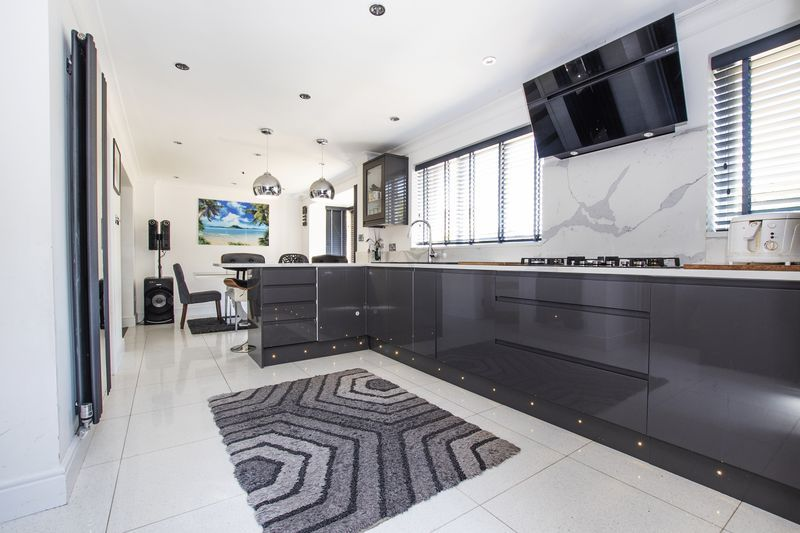 4 bed house for sale in Park Farm Way  - Property Image 5