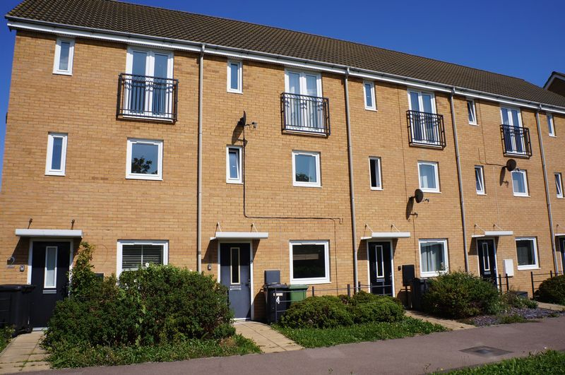 4 bed house to rent in St. Edmunds Walk, PE7