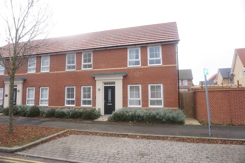 3 bed house to rent in Drake Avenue 1