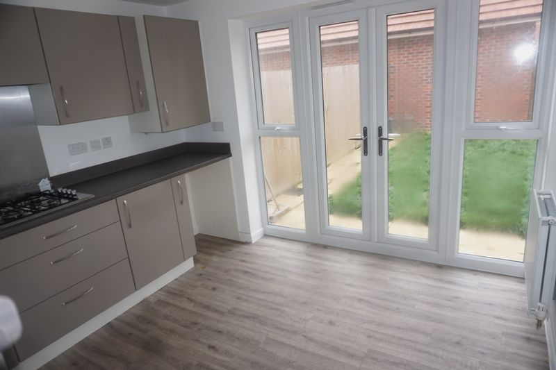 3 bed house to rent in Drake Avenue 3