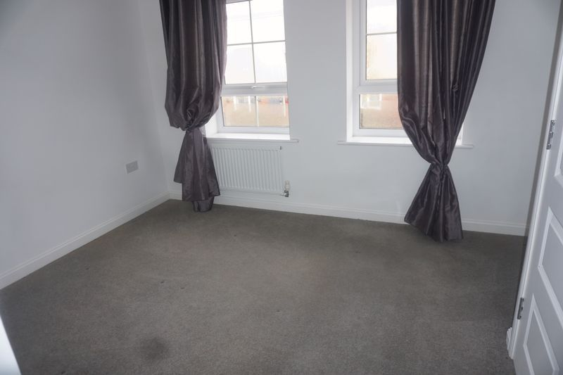 3 bed house to rent in Drake Avenue 10