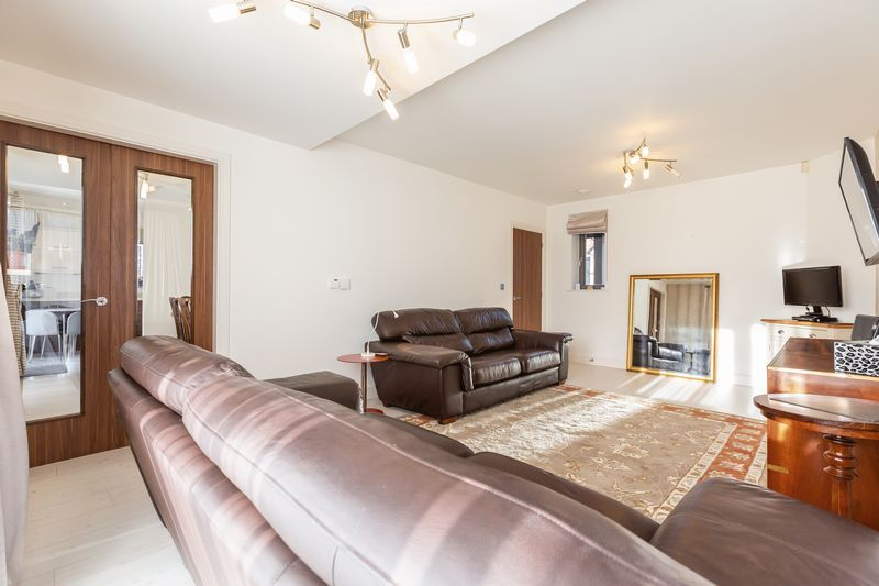 4 bed house for sale in Winsor Crescent 9