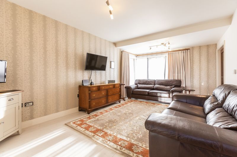4 bed house for sale in Winsor Crescent 10