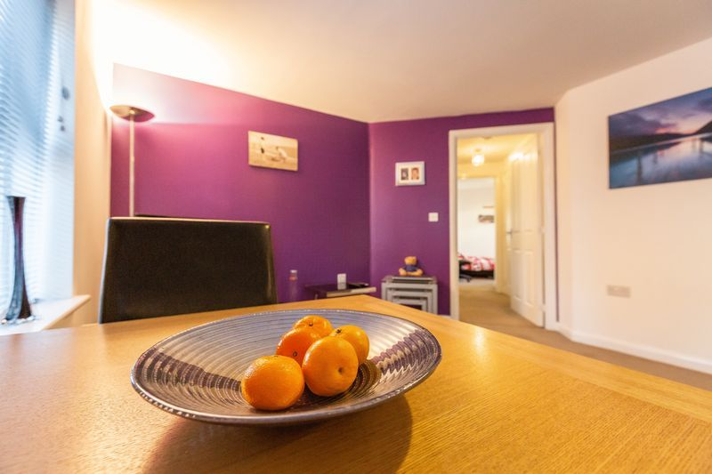2 bed flat to rent in Verde Close 1