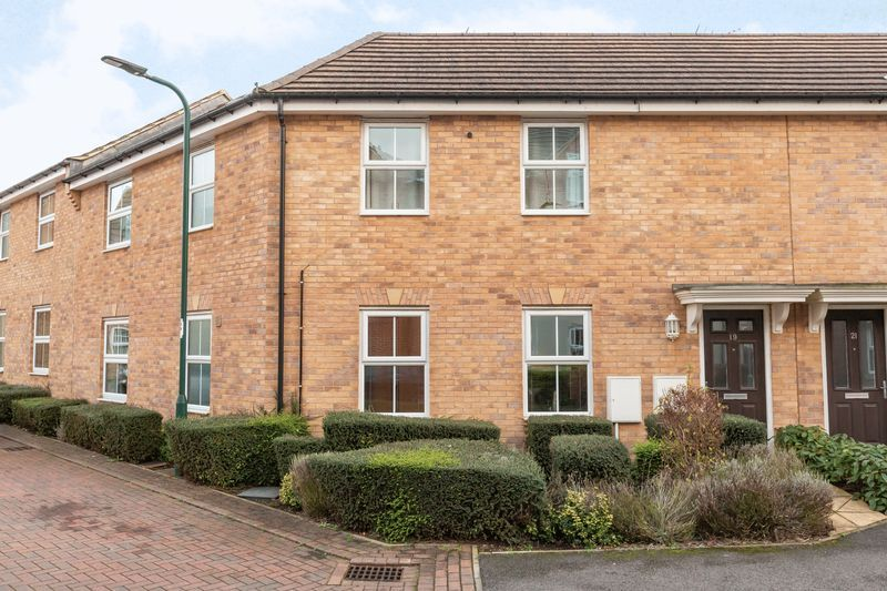 2 bed flat to rent in Verde Close  - Property Image 2
