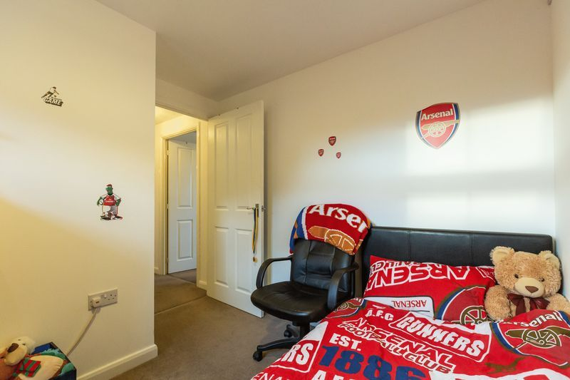 2 bed flat to rent in Verde Close 11