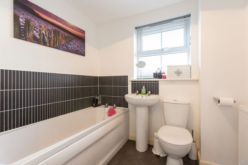 2 bed flat to rent in Verde Close 12