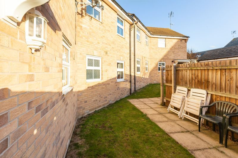 2 bed flat to rent in Verde Close 15