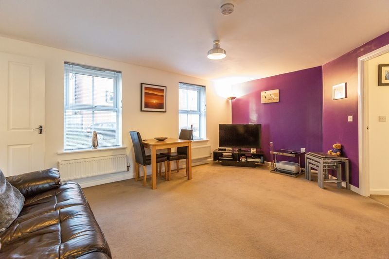 2 bed flat to rent in Verde Close 3