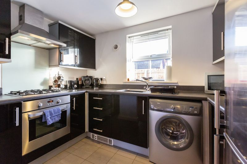 2 bed flat to rent in Verde Close  - Property Image 5