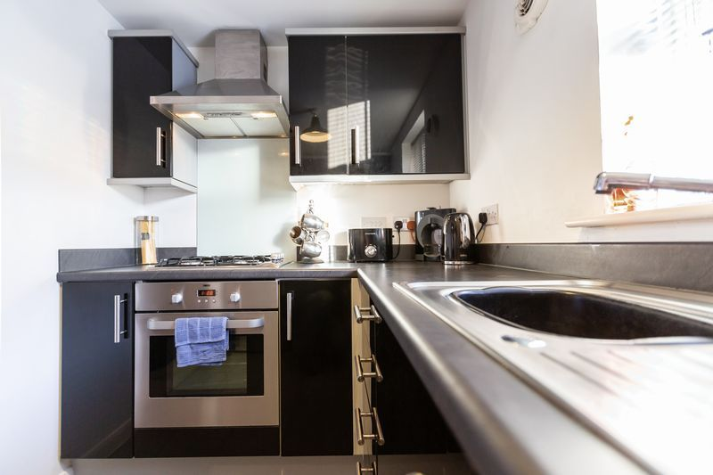 2 bed flat to rent in Verde Close 6