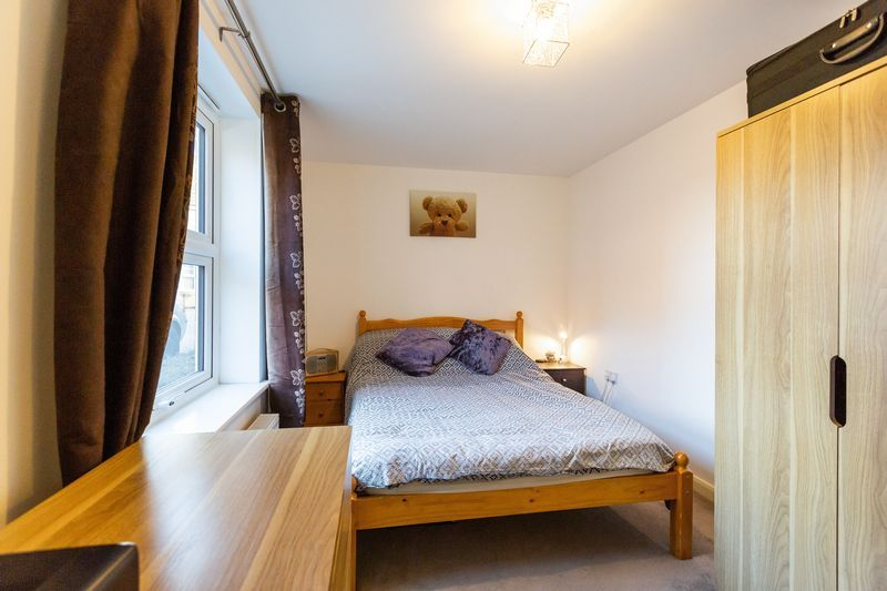2 bed flat to rent in Verde Close  - Property Image 8