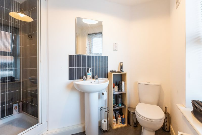 2 bed flat to rent in Verde Close 10