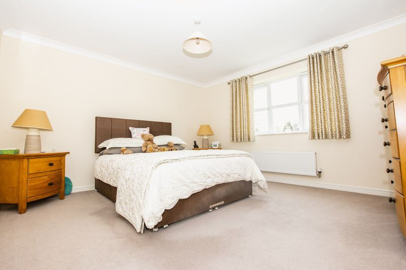 7 bed house for sale in Shackleton Way 12