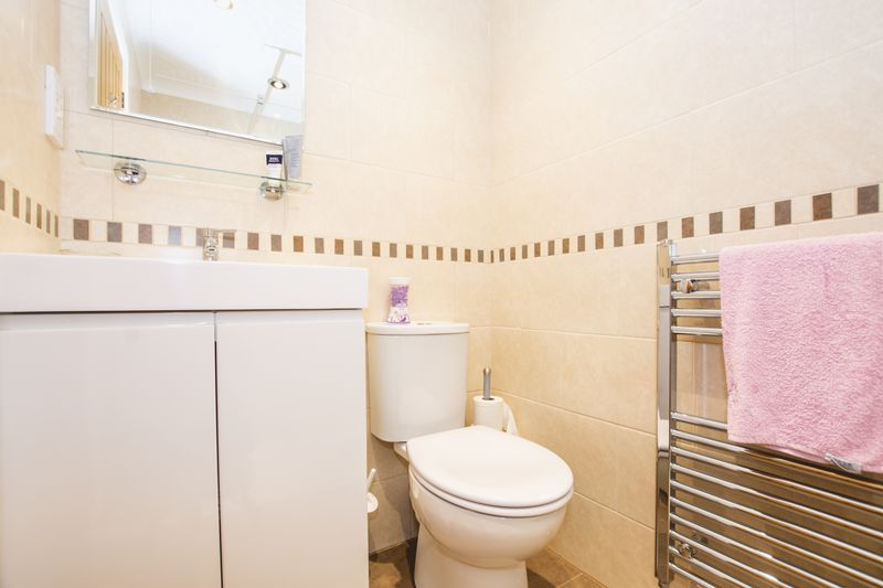 4 bed house for sale in Beauvoir Place 13