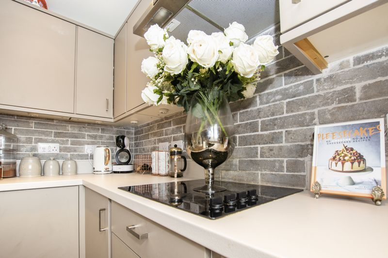 5 bed house for sale in Woburn Drive 1