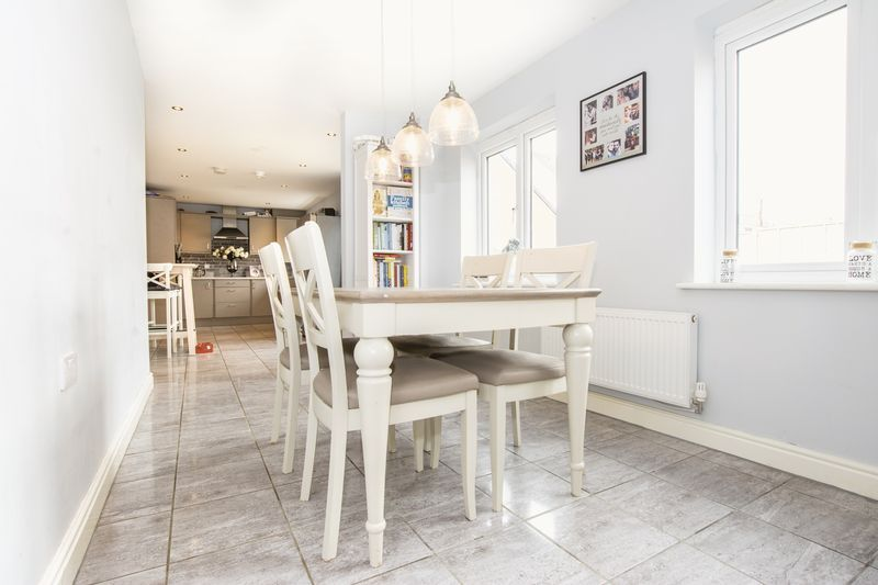 5 bed house for sale in Woburn Drive 4