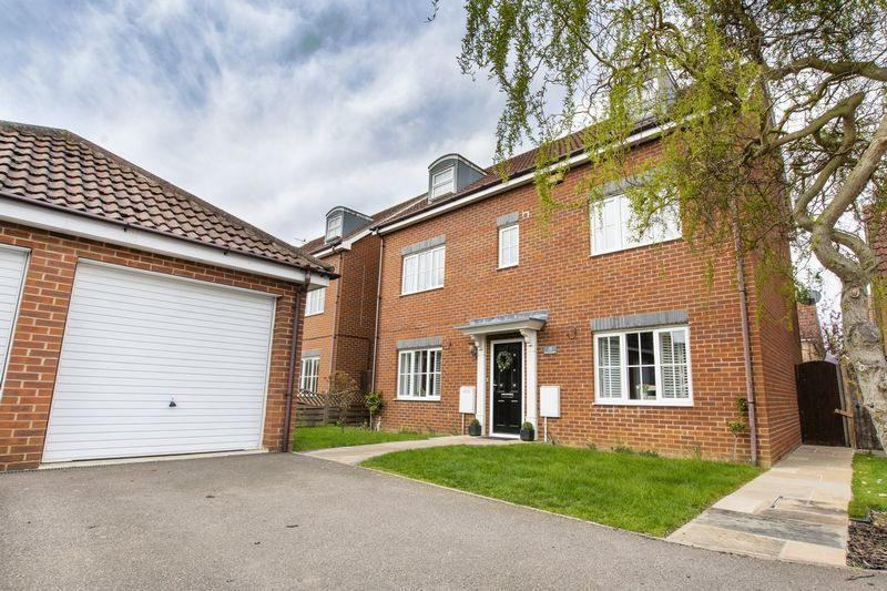6 bed house for sale in Ferndale - Property Image 1