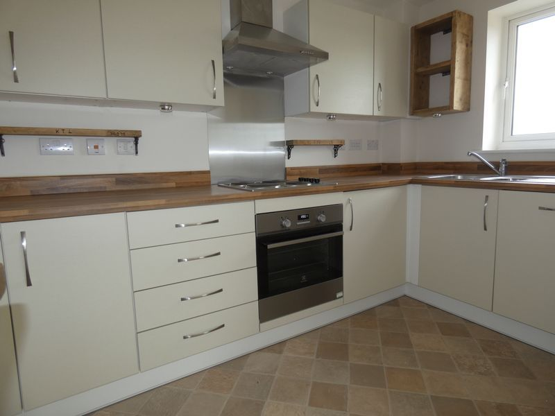 2 bed flat to rent in Eagle Way 3
