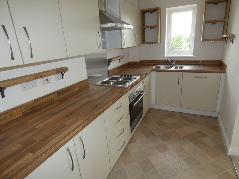 2 bed flat to rent in Eagle Way 4