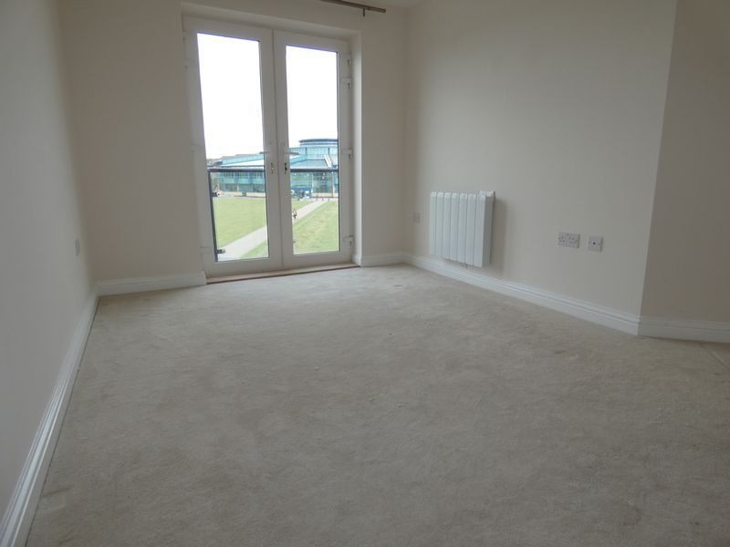 2 bed flat to rent in Eagle Way 6