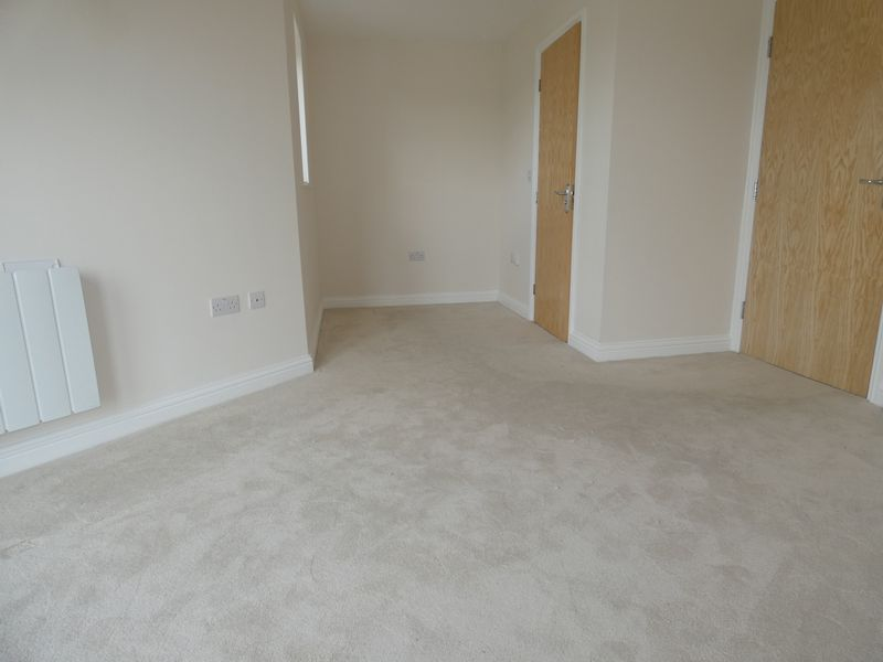2 bed flat to rent in Eagle Way 7