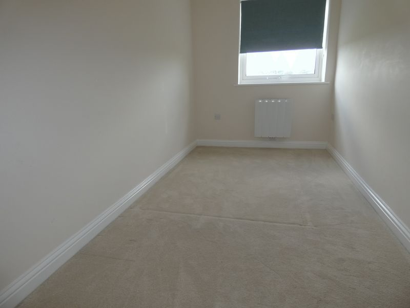 2 bed flat to rent in Eagle Way 8