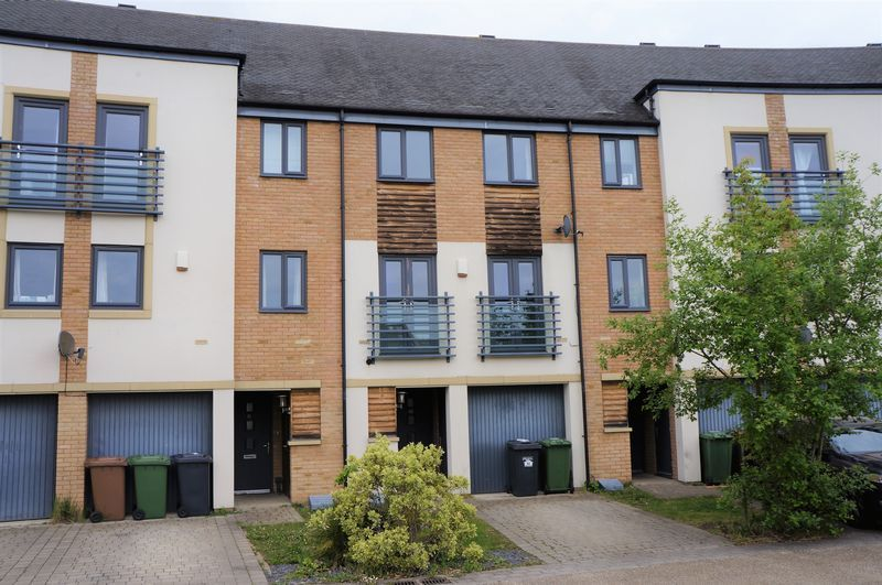 3 bed house to rent in Farrow Avenue 1