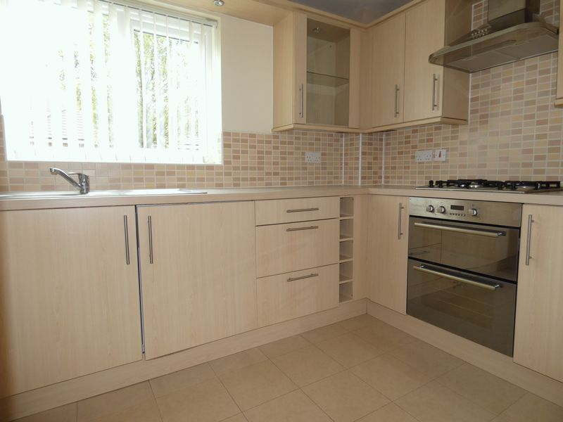 2 bed flat to rent in Osier Avenue 2