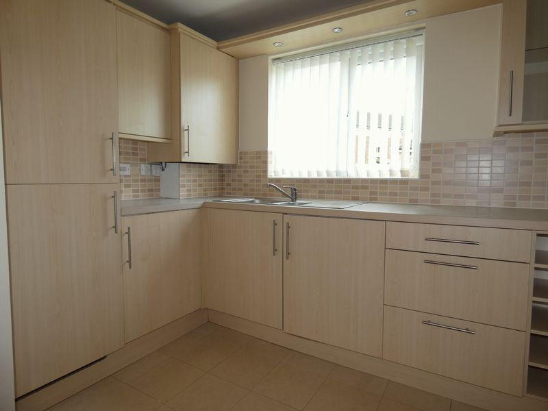 2 bed flat to rent in Osier Avenue  - Property Image 3