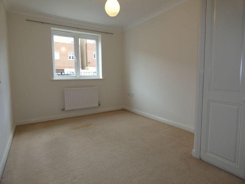 2 bed flat to rent in Osier Avenue 6