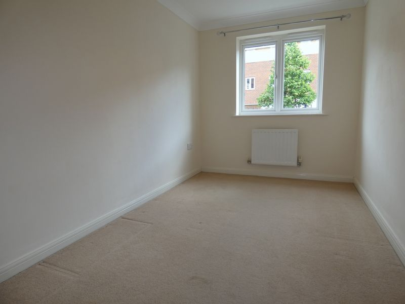 2 bed flat to rent in Osier Avenue 8