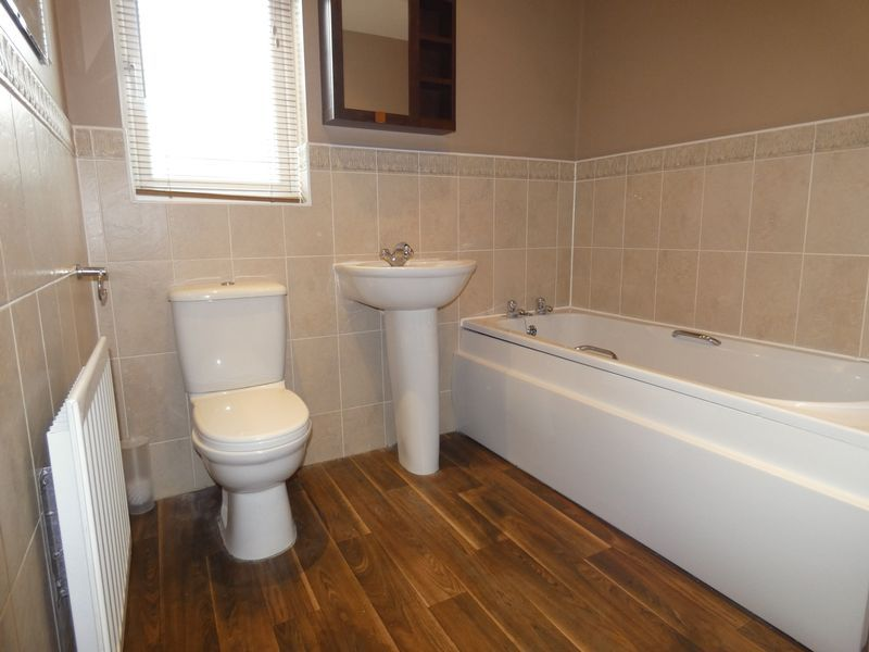 2 bed flat to rent in Osier Avenue 9
