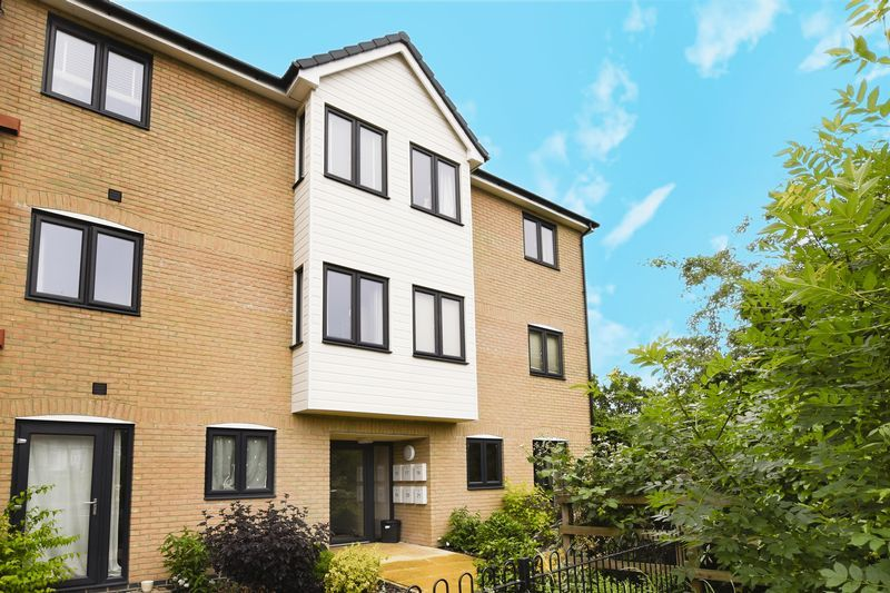 2 bed flat for sale in Eye Road 2
