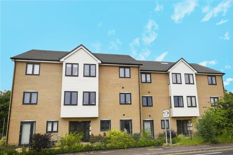 2 bed flat for sale in Eye Road 13
