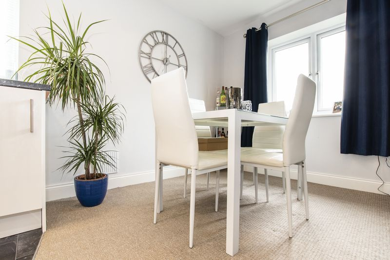 2 bed flat for sale in Eye Road  - Property Image 5