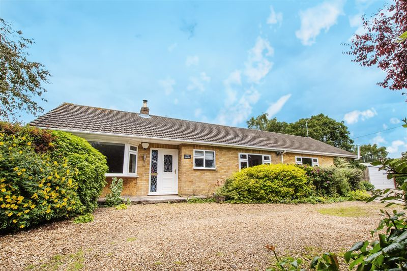 4 bed bungalow for sale in New Meadow Drove - Property Image 1