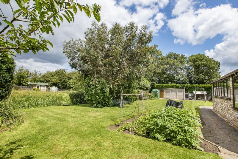 4 bed bungalow for sale in New Meadow Drove  - Property Image 19