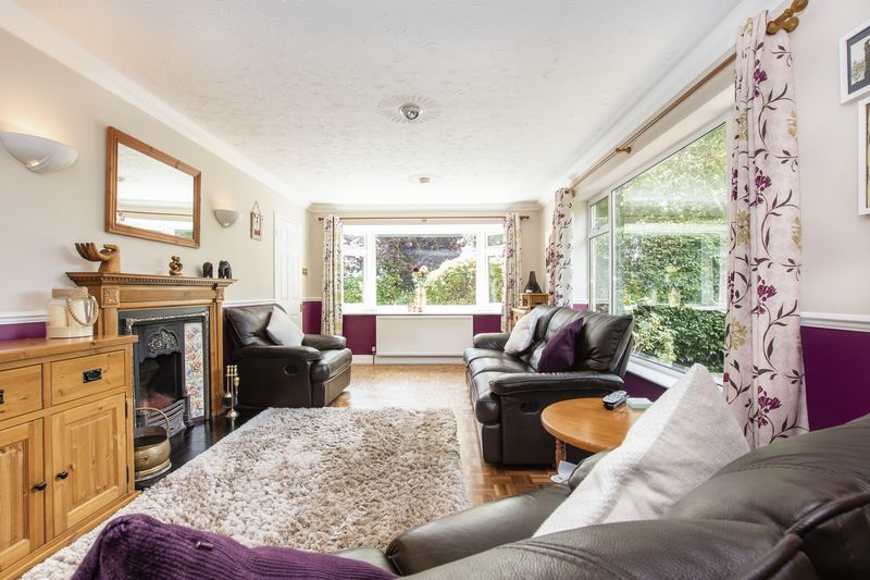 4 bed bungalow for sale in New Meadow Drove 3