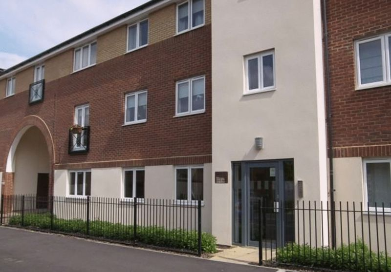 2 bed flat to rent in Osier Avenue, PE7