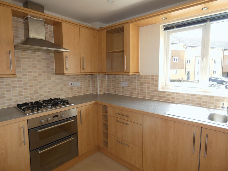 2 bed flat to rent in Osier Avenue  - Property Image 2