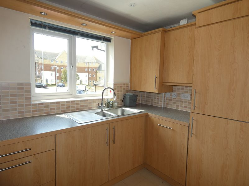 2 bed flat to rent in Osier Avenue 3