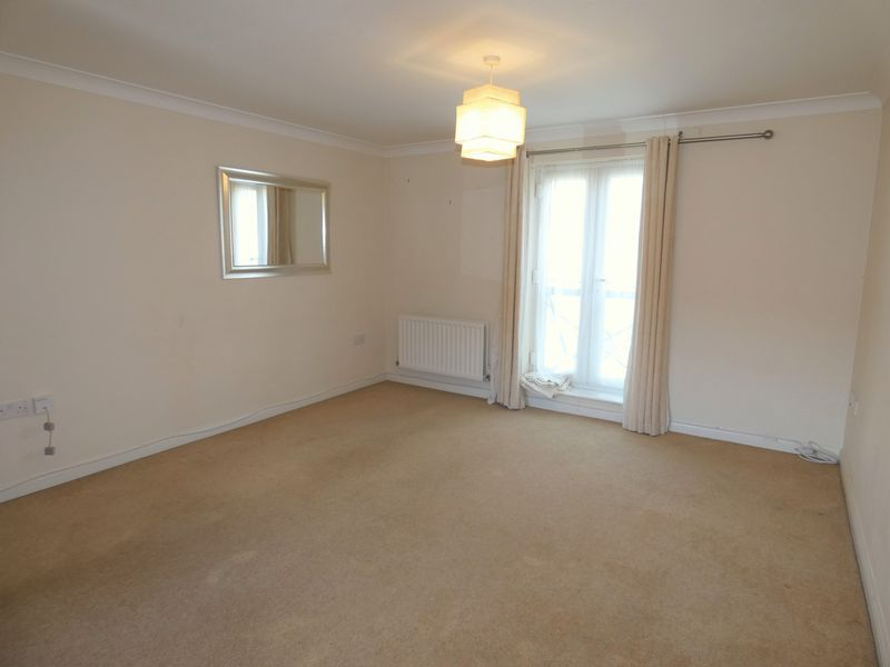 2 bed flat to rent in Osier Avenue 4