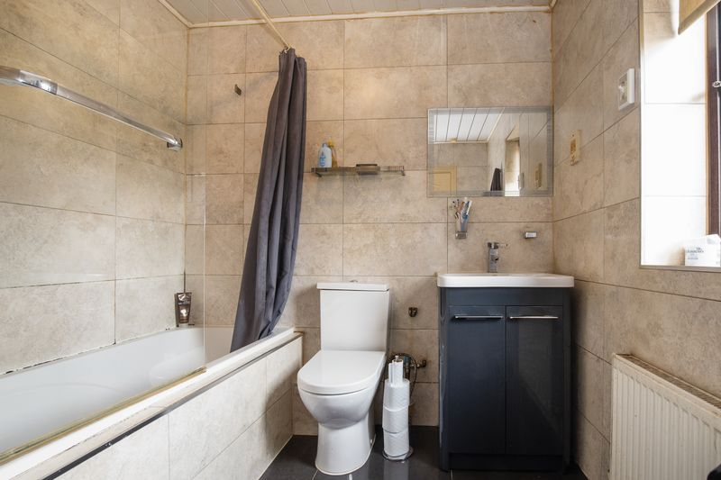 5 bed house for sale in Barkston Drive 16