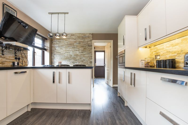 5 bed house for sale in Barkston Drive 6