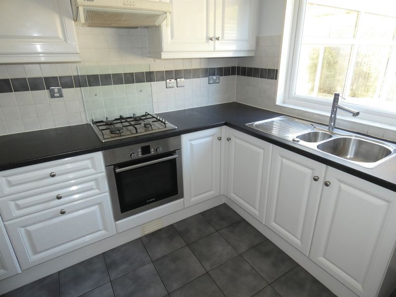 3 bed house to rent in Langford Road 2