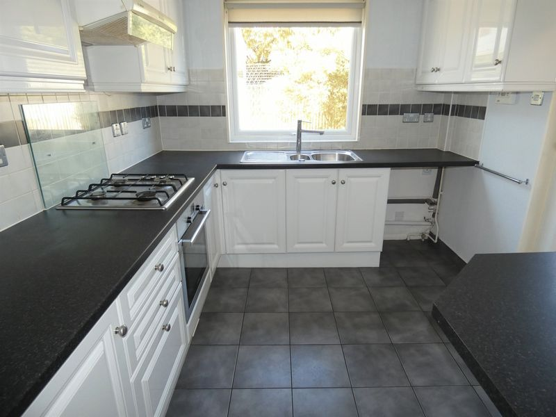 3 bed house to rent in Langford Road 3